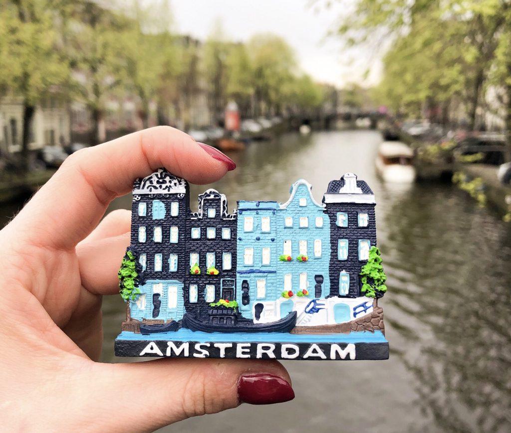 Wizyta w Amsterdamie - kiedy jechać? Jak zorganizować wyjazd? Ile to kosztuje?