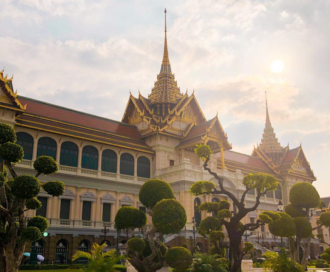 Liczne świątynie i pałace w bangkoku