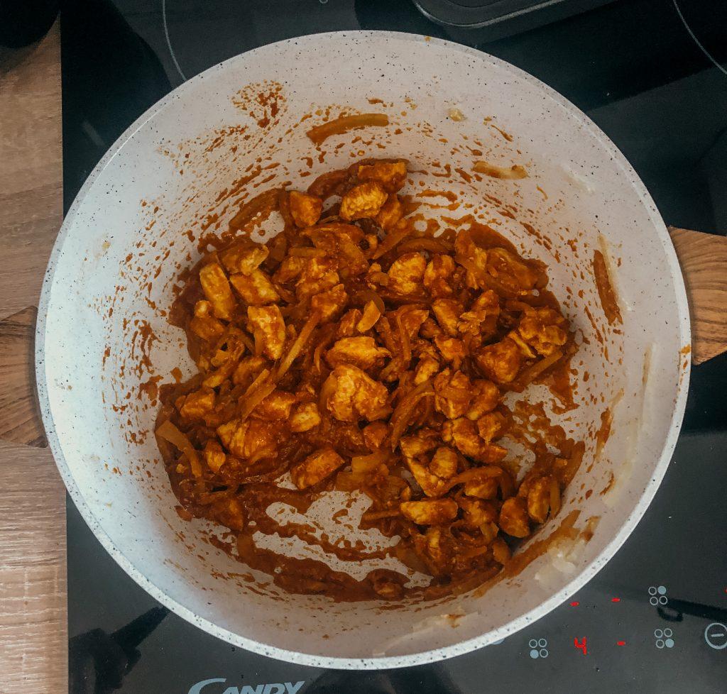 Kurczak i cebula z curry